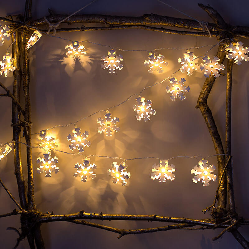 LED Light Up Snowflake Garland