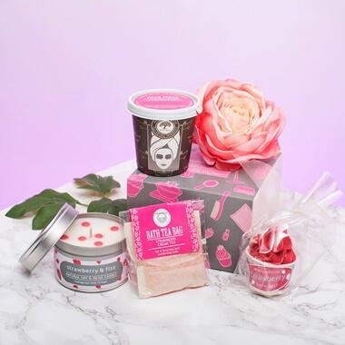 Strawberries u0026 Cream P&er Pack & Birthday Gifts for Teenage Girls | Prezzybox.com