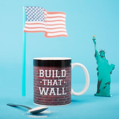Donald Trump Build That Wall Heat Changing Mug