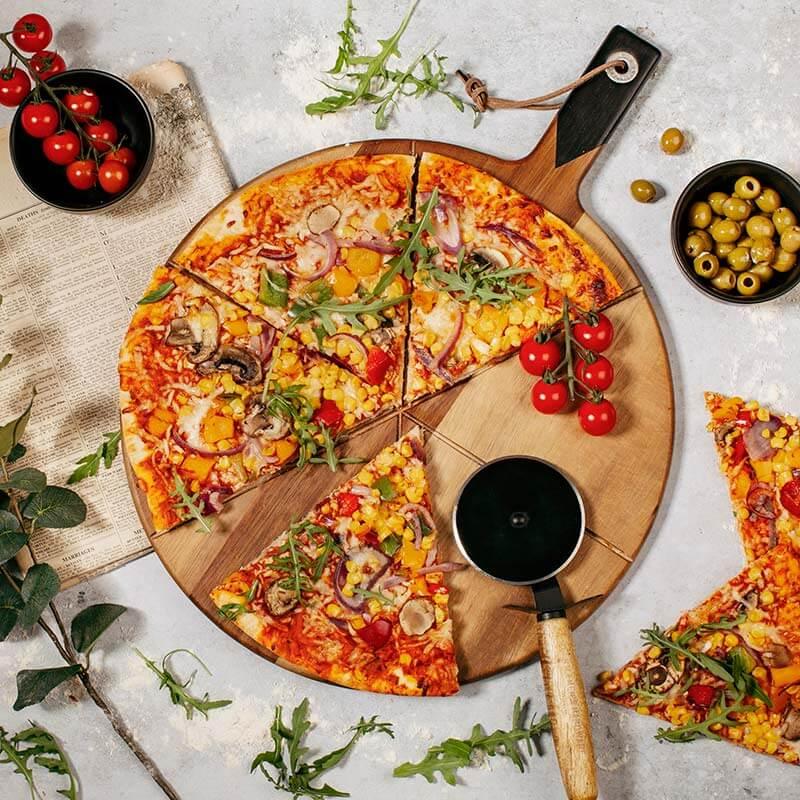 GH Pizza Cutter & Serving Board