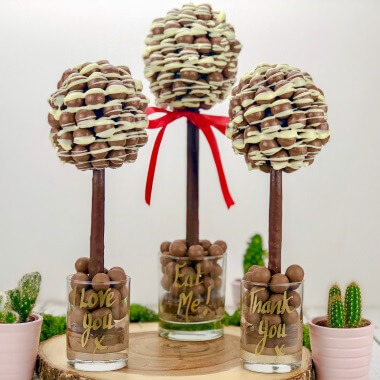 Personalised Malteser White Chocolate Drizzle Tree