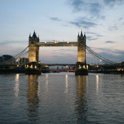 Thames Evening Cruise with Bubbly and Canaps for Two
