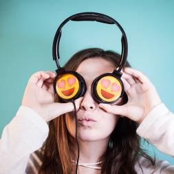 EarMoji's Headphones - Heart Eyes
