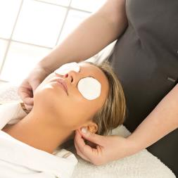 Mini Beauty Treatment at a Beauty Group Salon